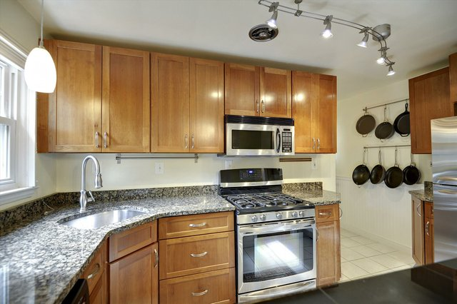 Main Level-Kitchen-_AMK2099.JPG