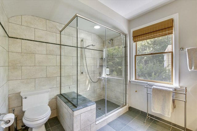Upper Level-Shower-_MG_2474.JPG
