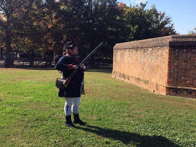 9-colonial-williamsburg-guns.JPG