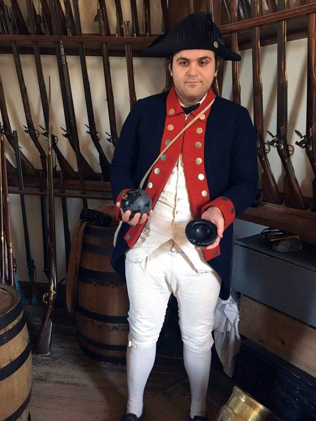 9b-colonialwilliamsburg-guns.JPG