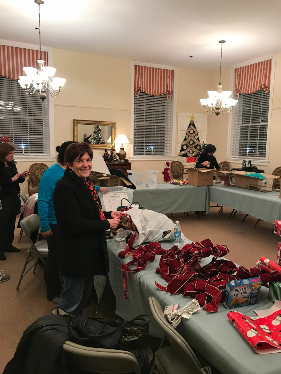 Volunteers, Designers Decorate Campagna Center For Scottish Walk Weekend  Events   Alexandria Living Magazine