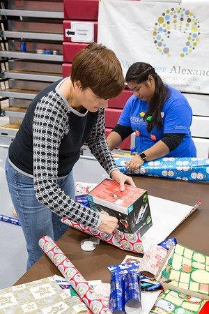4-volunteer-alexandria-toys-2018.jpg