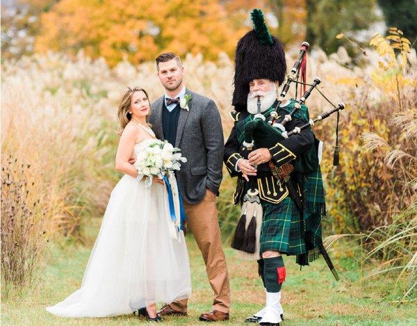 weddings-alexandria-river-farm-bagpipes.png