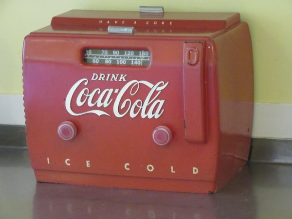 A Coca Cola radio owned by the Bellingraths.