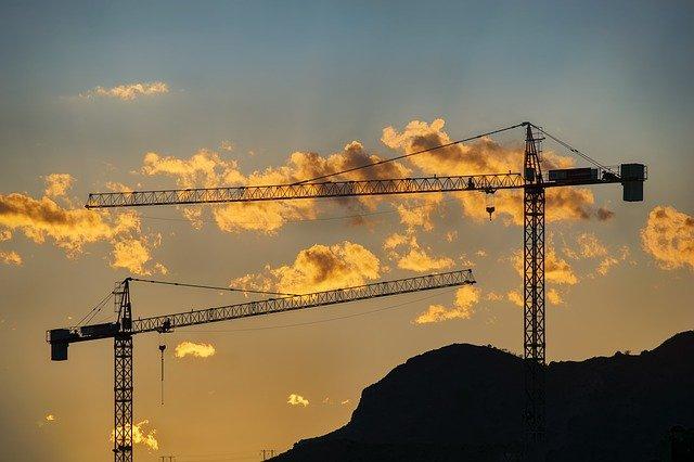 cranes-3777513_640-pixabay.jpg