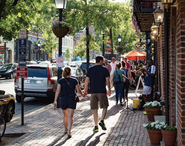old-town-alexandria-couple-king-street.png