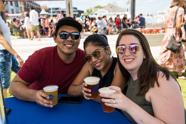 Waterfront-Beer-Garden-CREDIT-Chris-Cruz-for-Visit-Alexandria--63-_full.jpg