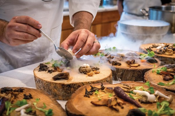 chef-preparing-vegetable-dish-on-tree-slab-1267320.jpg