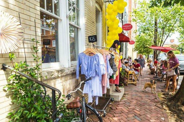 Sidewalk-Sale-CREDIT-Sarah-Marcella-Creative-for-Visit-Alexandria--6--720x480-659325f9-8cf8-43e6-a2aa-de1e69dd9d18.jpg
