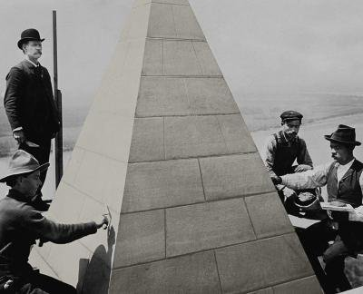 Workers on WashingtonMonument.jpg
