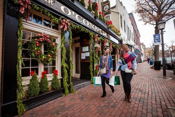 Holiday-stroll_masks-CREDIT-Kristian-Summerer-for-Visit-Alexandria-720x480-2114a1b2-5bd0-49a3-ab54-e4eaf1c745fd.jpg