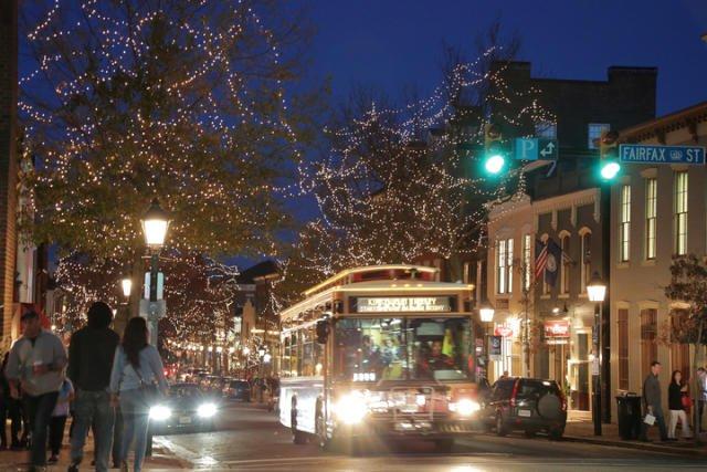 King_Street_Lights_with_Trolley_CREDIT_M_Enriquez_for_Visit_Alexandria_720x480_72_RGB_58f3b67a-d64e-4b2d-b266-4d37fb30381b.jpg