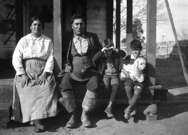 Frank-Speck-photograph-collection-N12730-National-Museum-of-the-American-Indian-Archive-Center-Smithsonian-Institution_200dpi-1024x740.jpg