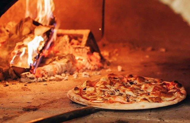 delias-pizza-credit-delias.png