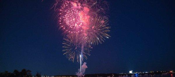Alexandria_Birthday_Fireworks_CREDIT_M_Enriquez_for_Visit_Alexandria_68460124-2324-4049-af4d-b122edea20f2.jpg